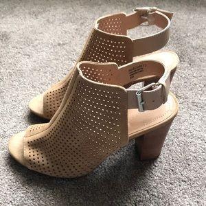 TAHARI Margaret tan slingback heels